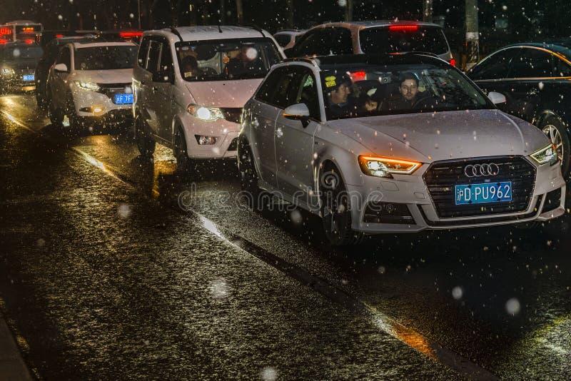 Noc ruch drogowy przy Lujiazui okręgiem, Szanghaj, Chiny obraz stock