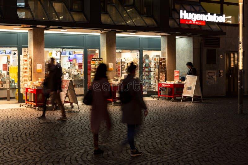 Noc strzału bookstore Hugendubel w Frankfurt obraz royalty free