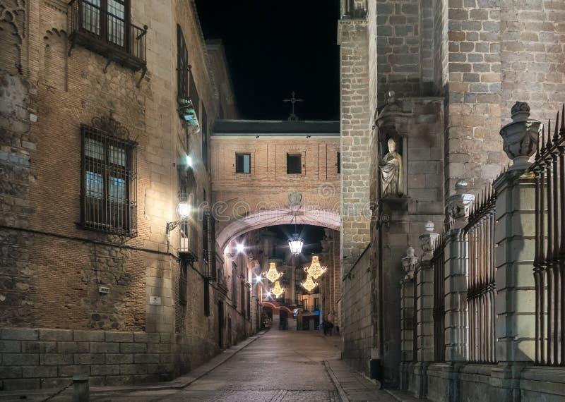 Noc strzelał stara katedra Toledo i miasteczko obrazy stock