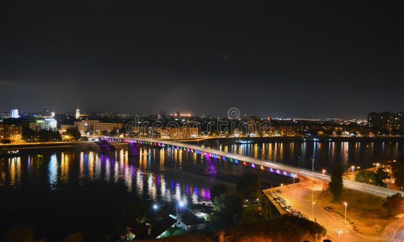 Noc strzelająca Novi Sad, Serbia - fotografia stock