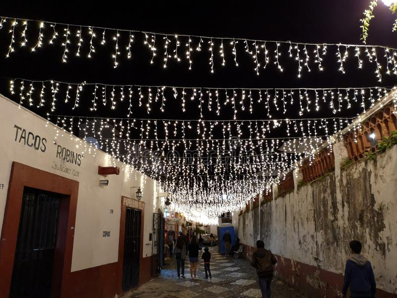 Noc w pięknych ulicach Taxco Meksyk obraz stock