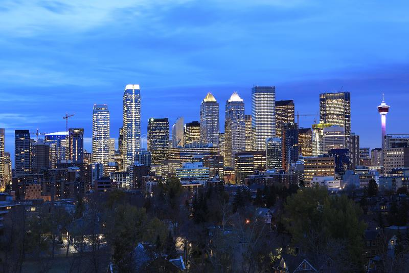 Noc widok Calgary, Kanada linia horyzontu zdjęcie stock