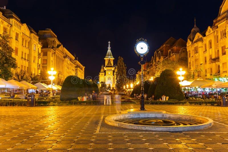 Noc widok centrum miasta w Timisoara na Lipu 22, 2014 zdjęcie royalty free