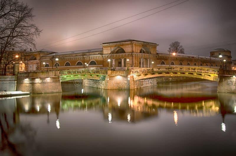 Download Noc Widok Dwa Mosta W StPetersburg Rosja Zdjęcie Editorial - Obraz złożonej z europejczycy, most: 106913021