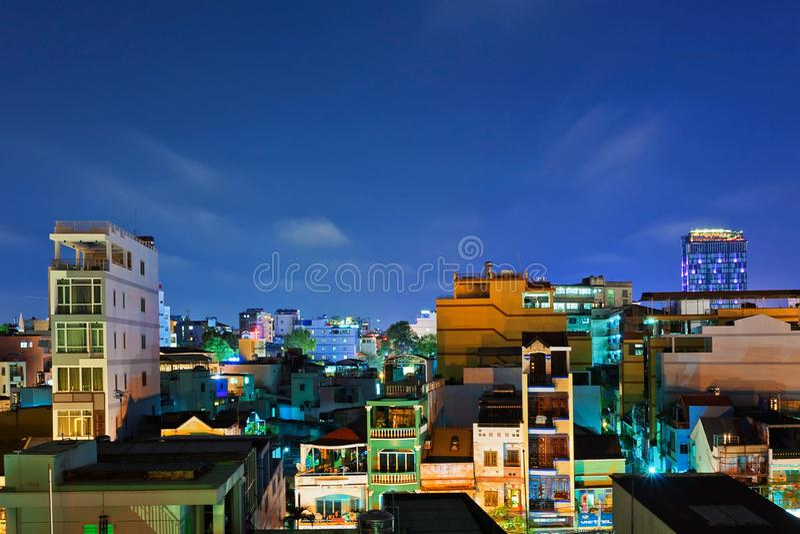 Noc widok jeden starzy sąsiedztwa w Ho Chi Minh mieście obrazy stock