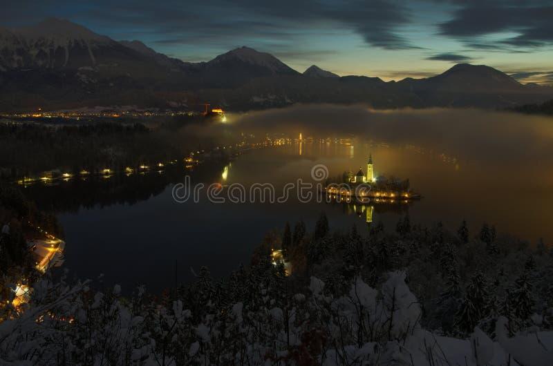 Noc widok kościół wniebowzięcie w wyspie jezioro Krwawię obraz stock