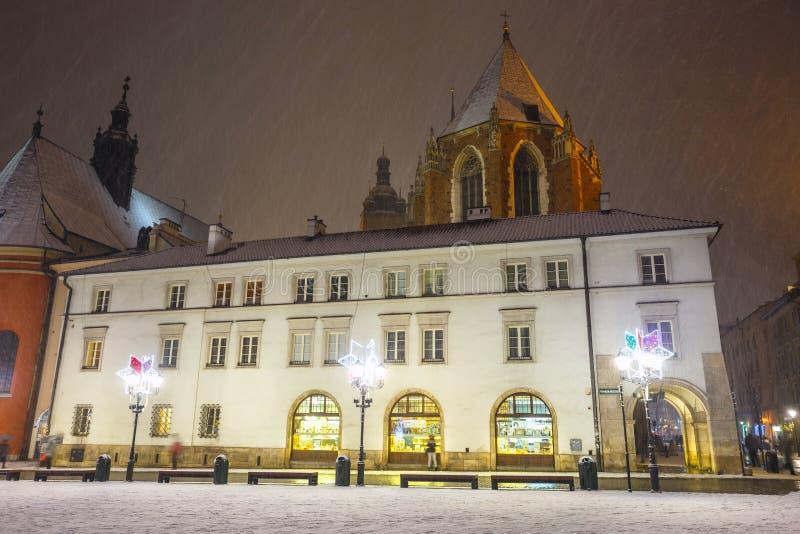 Noc widok mały rynek w Krakow, Polska Stary miasteczko Krakowski wymieniony jako unesco dziedzictwo si obrazy royalty free
