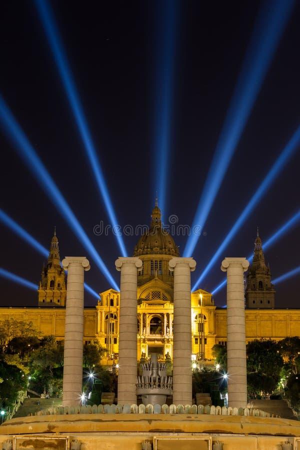 Noc widok Magiczny fontanny światła przedstawienie w Barcelona, Hiszpania obraz royalty free