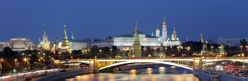 Noc widok Moskva rzeka Wielki kamienia most i Kremlin, Moskwa, Rosja obrazy stock