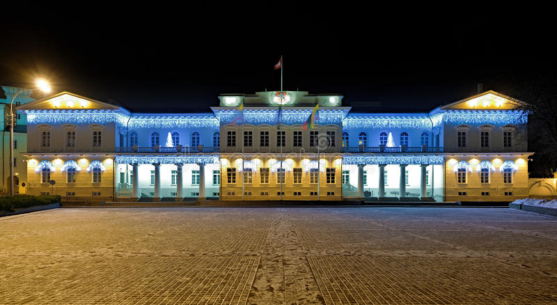 Noc widok Prezydencki pałac w Vilnius, Lithuania fotografia stock