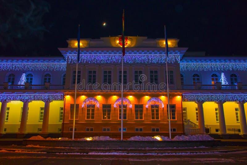 Noc widok Prezydencki pałac w Vilnius z boże narodzenie iluminacją, Lithuania zdjęcie stock