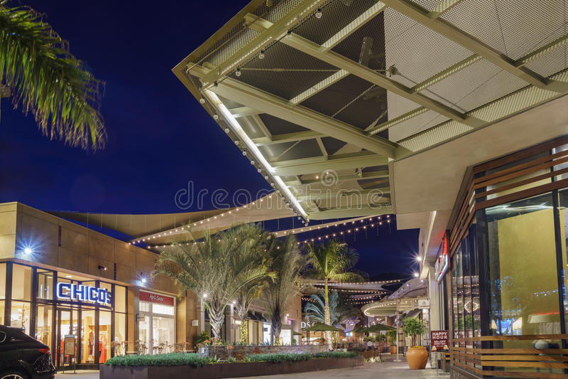 Noc widok Snata Anita centrum handlowe zdjęcie stock