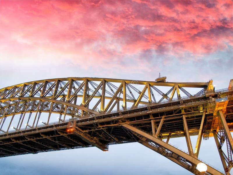 Noc widok Sydney schronienia most przy zmierzchem, Australia obraz stock