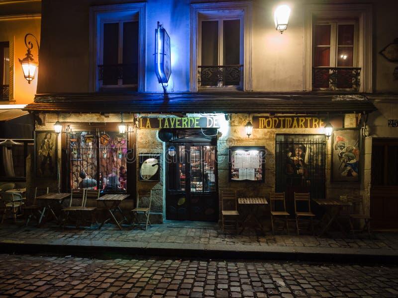 Noc widok typowa restauracja w artysty ` ćwiartce Mo zdjęcie stock