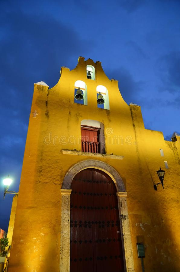 Noc widok ulica w Campeche, Meksyk zdjęcie stock