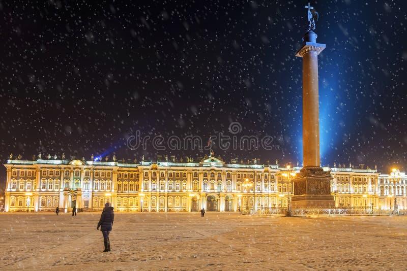 Noc widok w pałac kwadracie w St Petersburg, Rosja zdjęcie royalty free