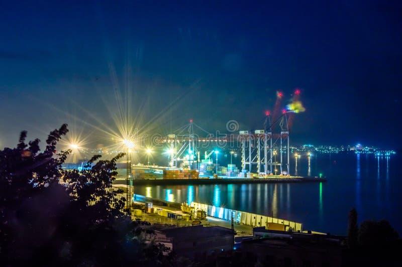 Noc widok zbiornika śmiertelnie Reklama port fotografia stock