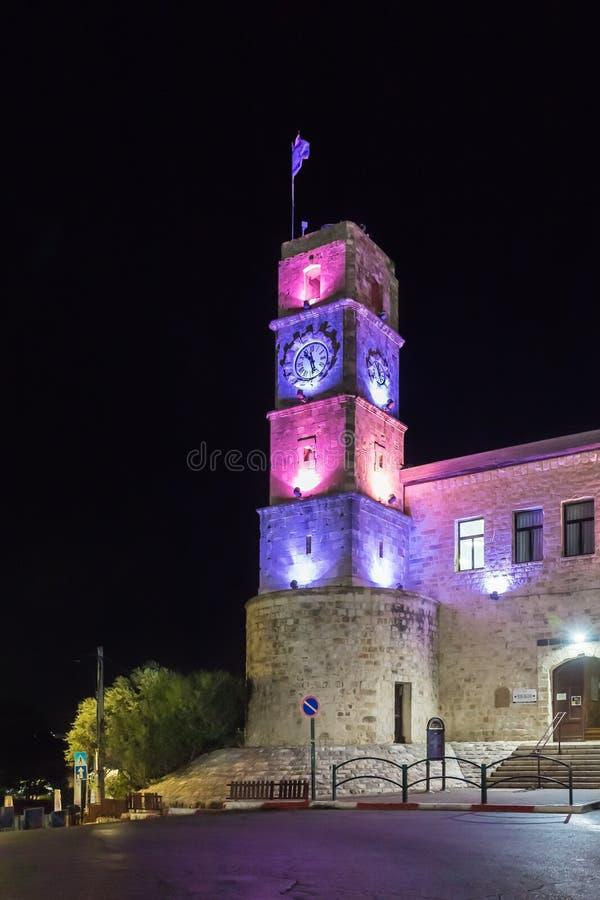 Noc widok zegarowy wierza Wolfson domu kulturego budynek w kwadracie w starym mieście Safed w północnym Izrael obraz royalty free