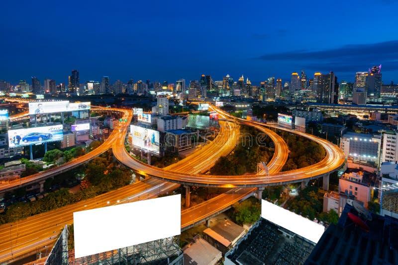 Noc Wielkomiejskiego Bangkok miasta w centrum pejzażu miejskiego miastowa linia horyzontu Tajlandia, Bangkok pejzażu miejskiego B obrazy stock