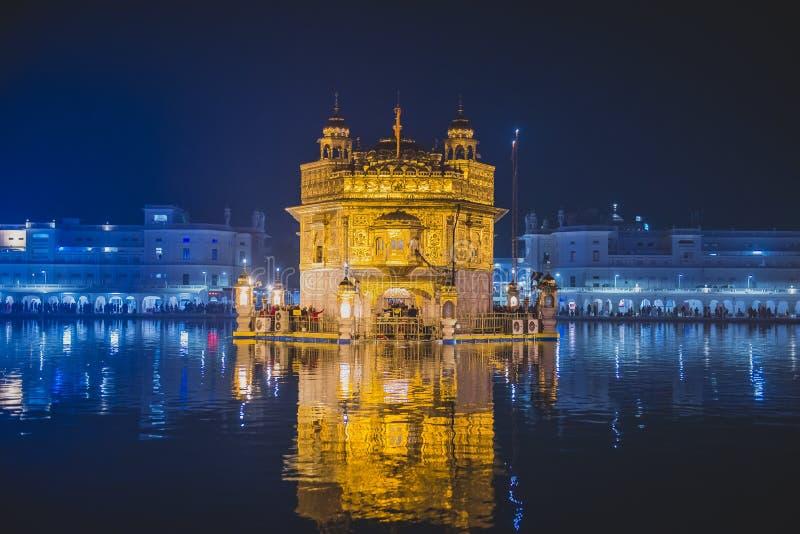 noc złota świątynia obraz stock
