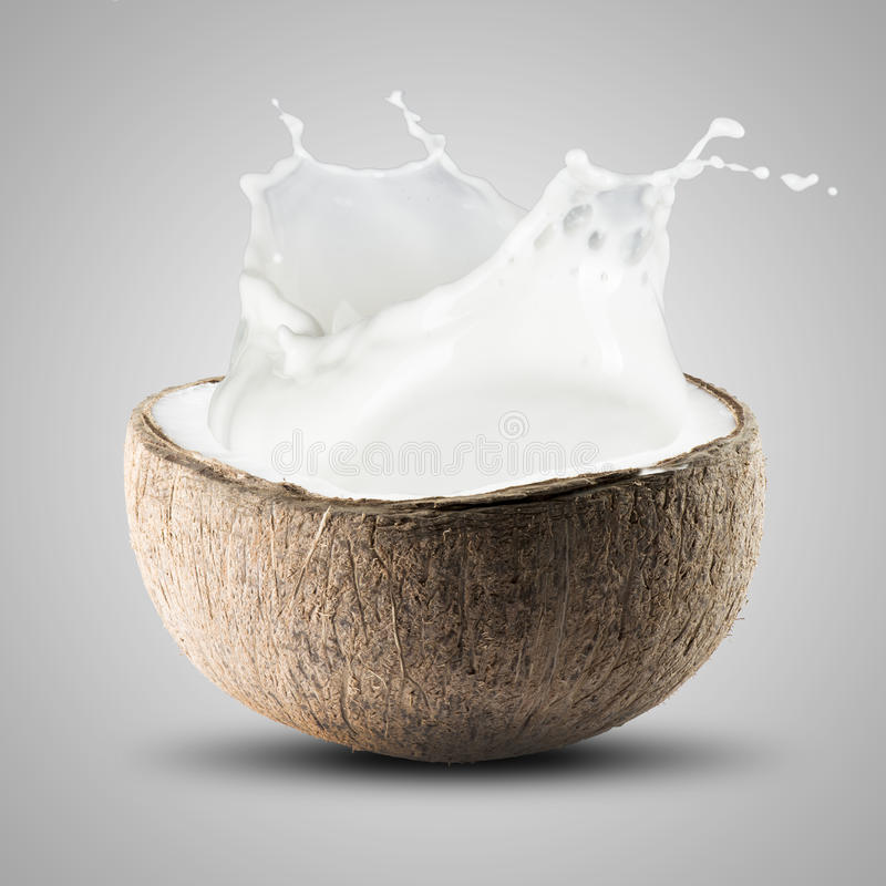 Noce di cocco con la noce di cocco Juice Splash fotografia stock libera da diritti