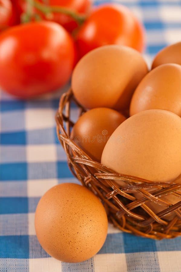 Noch Leben: Eier und Tomaten stockfotos