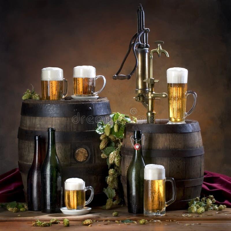 Noch Leben mit Bier lizenzfreies stockfoto