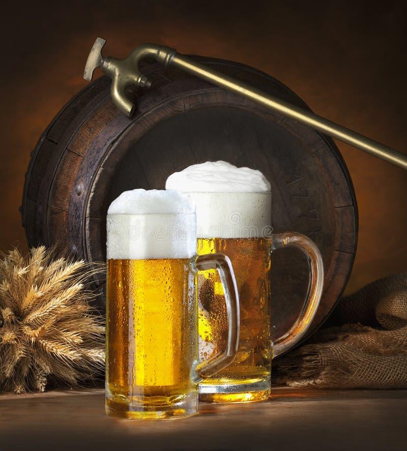 Noch Leben mit Bier lizenzfreies stockbild