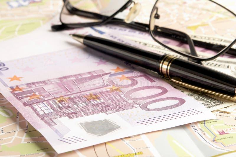 Noch Leben mit Geld lizenzfreie stockbilder