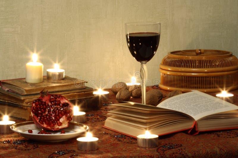 Noch Leben mit Granatapfel und Wein stockbilder