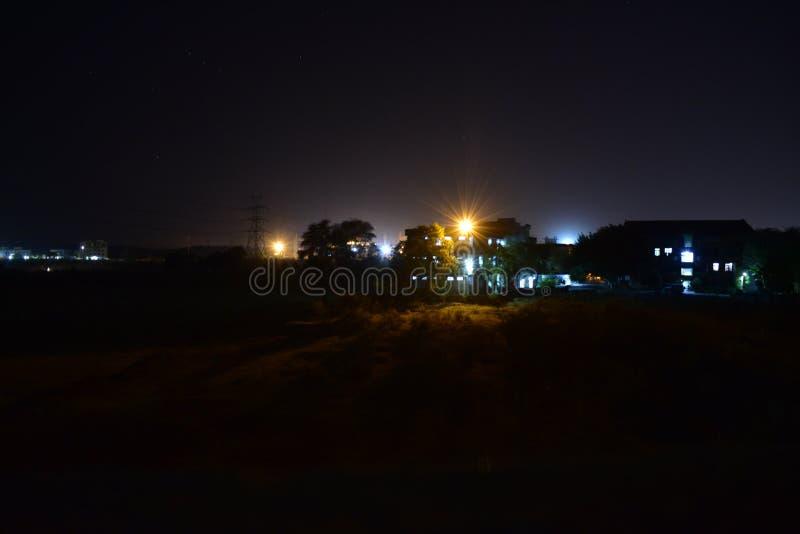 Noche con el citylight fotos de archivo