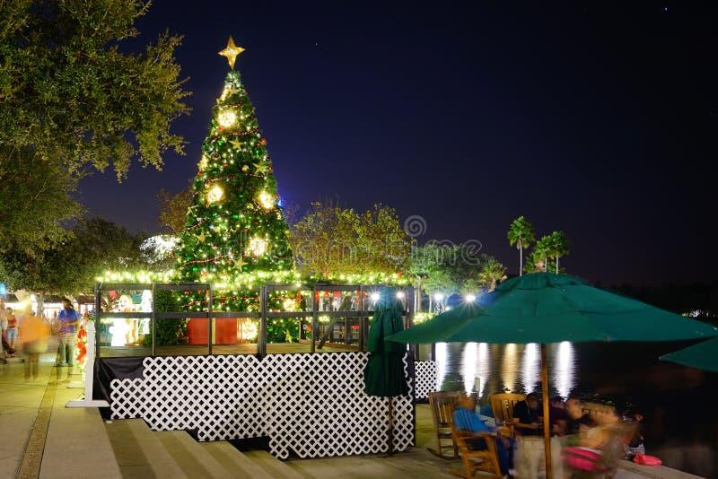 Noche de Kissimmee: decoración de la Navidad fotos de archivo