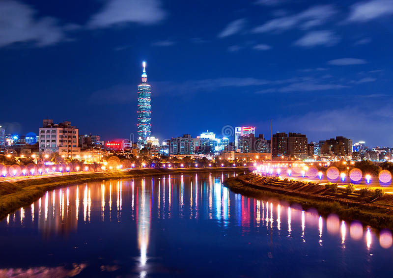 Noche de la ciudad de Taiwán Taipei imágenes de archivo libres de regalías