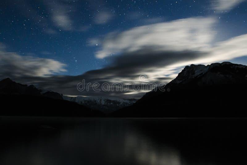 Noche de la montaña fotos de archivo