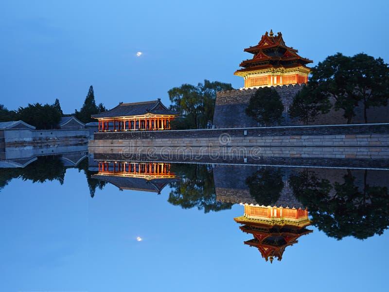 Noche de la torre del reloj de Pekín la ciudad Prohibida fotos de archivo libres de regalías