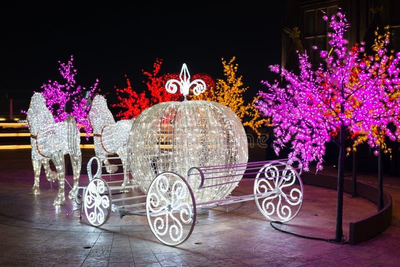 Noche de las iluminaciones de la noche de Duryu Park Starry del caballo y del coche en la Corea del Sur de Daegu fotografía de archivo