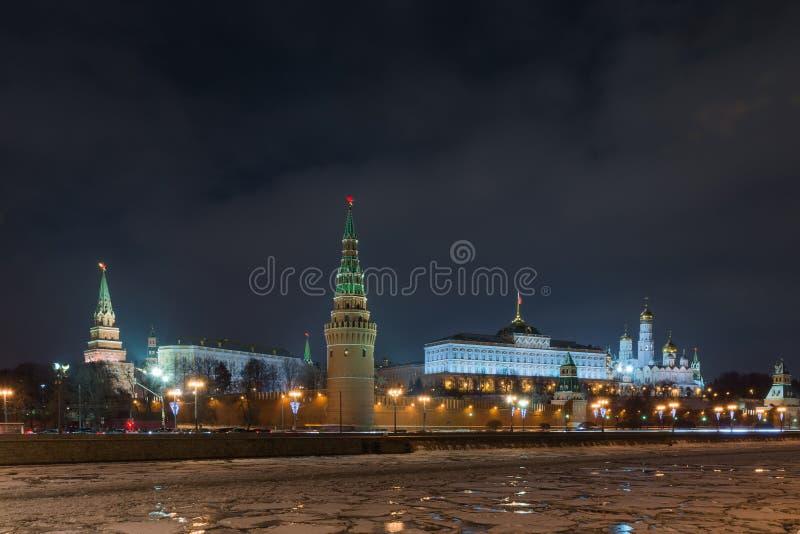 Noche de Moscú el Kremlin foto de archivo