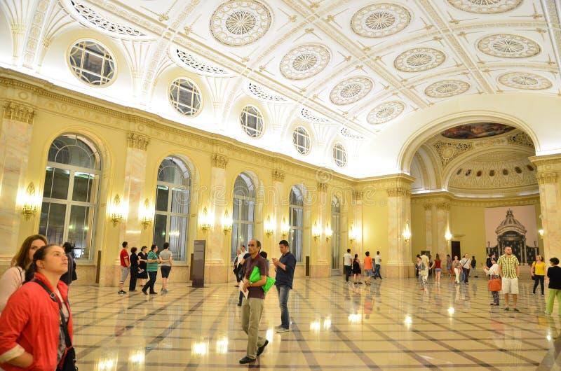Noche de museos en Bucarest - Museo Nacional del arte de Rumania imagenes de archivo