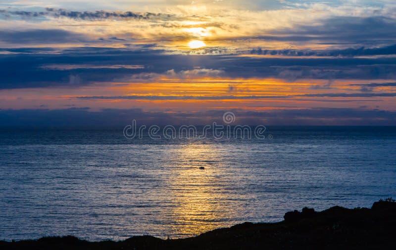 Noche de verano sobre el mar fotos de archivo libres de regalías