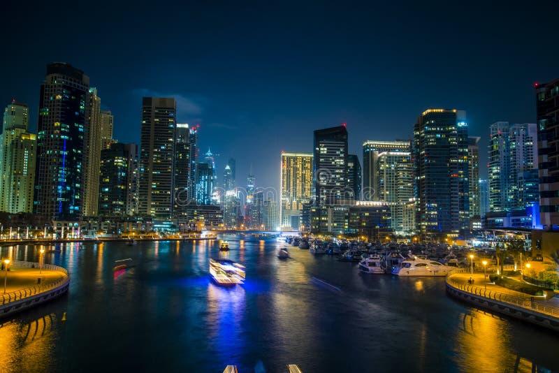 Noche Dubai foto de archivo libre de regalías