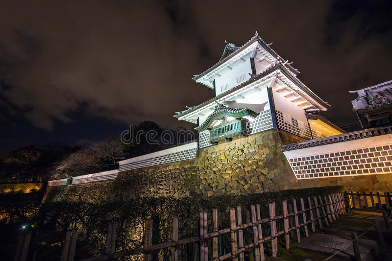 Noche en el castillo de Kanazawa en Kanazawa, Japón imagen de archivo