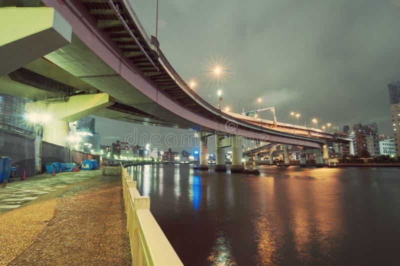 Noche en el río de Sumida fotos de archivo