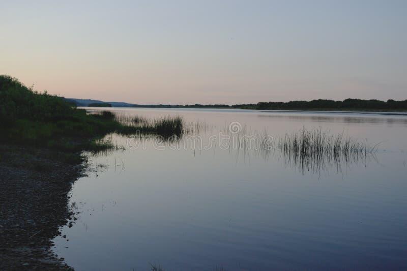 Noche en el río Pinega, región de Arkhangelsk, Norte imagen de archivo libre de regalías