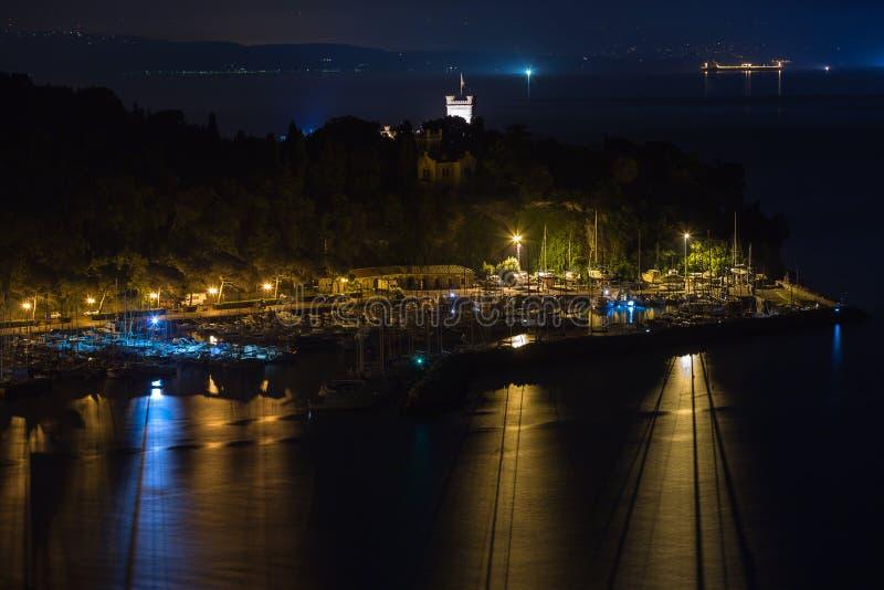 Noche en la bahía de Trieste fotografía de archivo