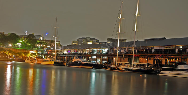Noche en la bahía Sydney de Pyrmont foto de archivo