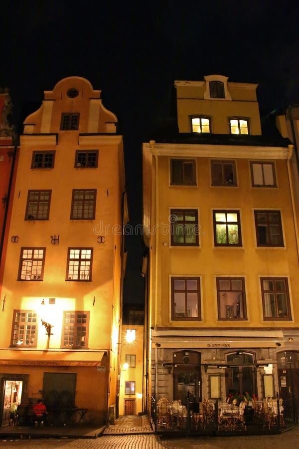 Noche en Stortorget en Estocolmo fotografía de archivo libre de regalías