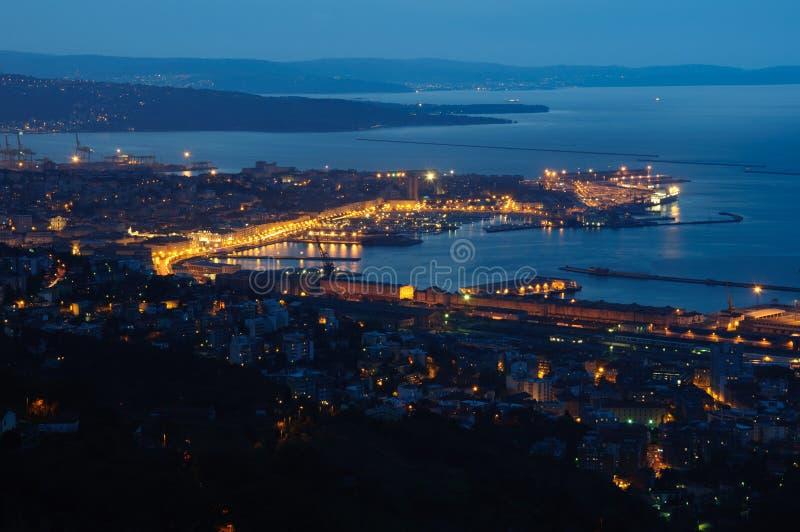 Noche en Trieste foto de archivo libre de regalías