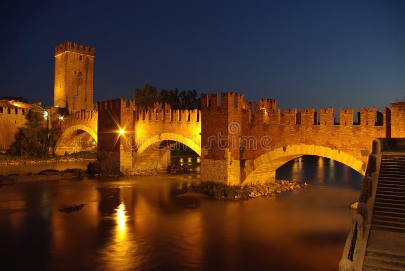 Noche en Verona, Italia imagen de archivo