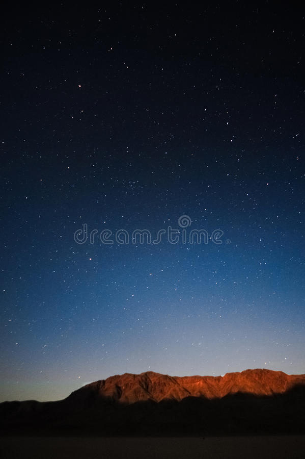 Noche estrellada en Death Valley, CA imagen de archivo libre de regalías
