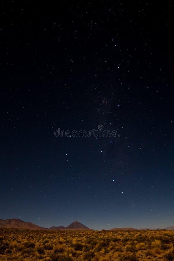 Noche estrellada sobre el desierto de Atacama foto de archivo libre de regalías